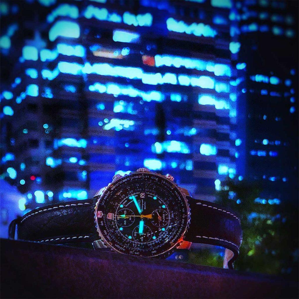 Seiko Flighty: Diese Nachtaufnahme des Seiko Flightmaster ist ein Beispiel für die dynamischen Farben, die mir bei der HDR-Fotografie gefallen.