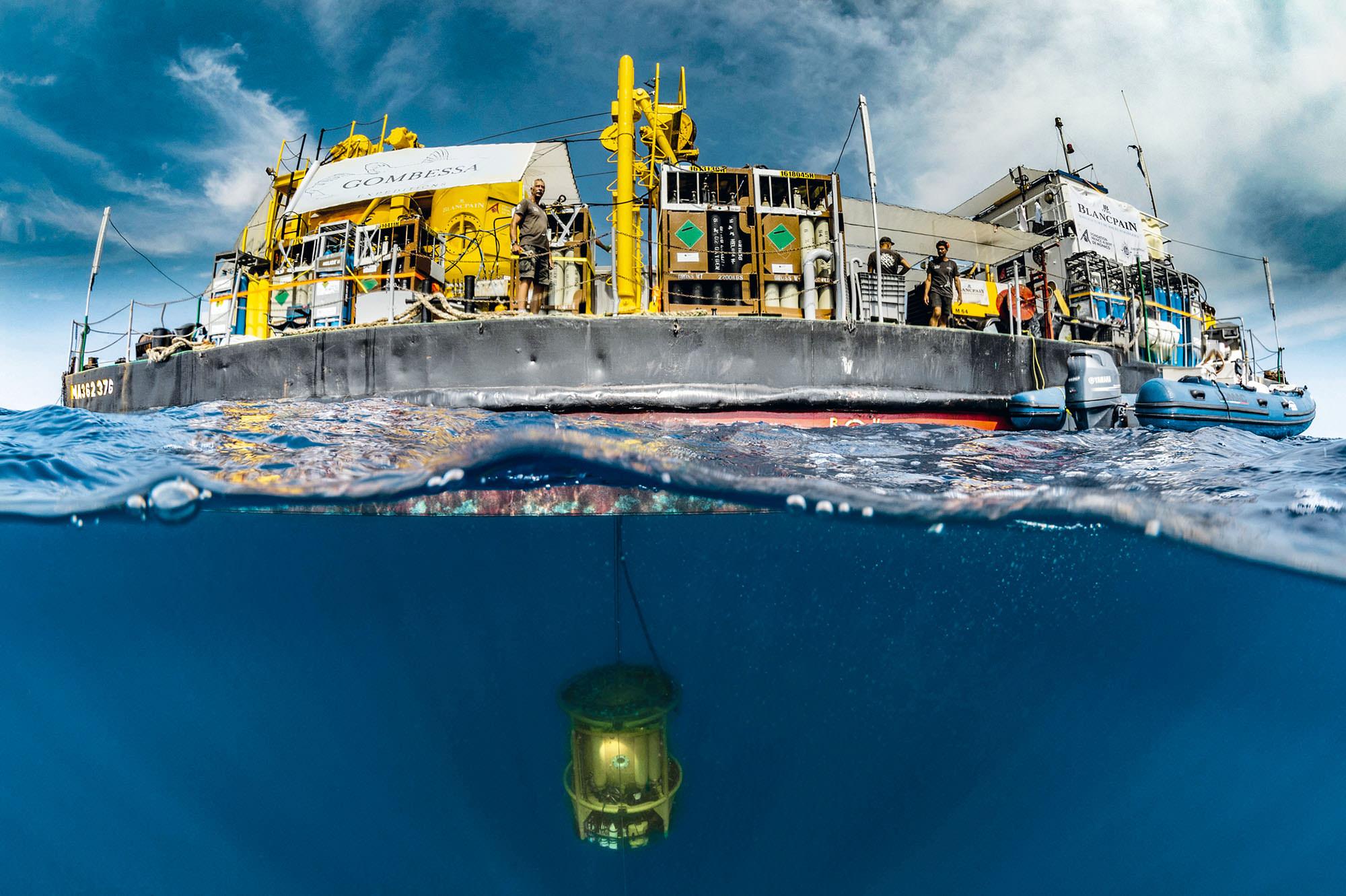 The Barge and immersed descent module Cjordi Chias Gombessa VI