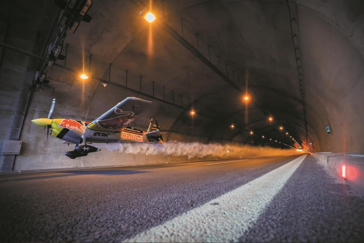 De Flug durch zwei Autotunnel in der Nähe von Istanbul - Photo © HAMILTON